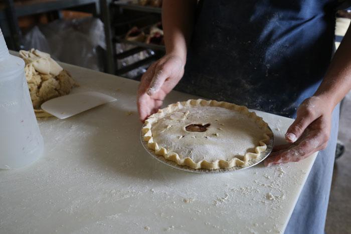amish-pie-making