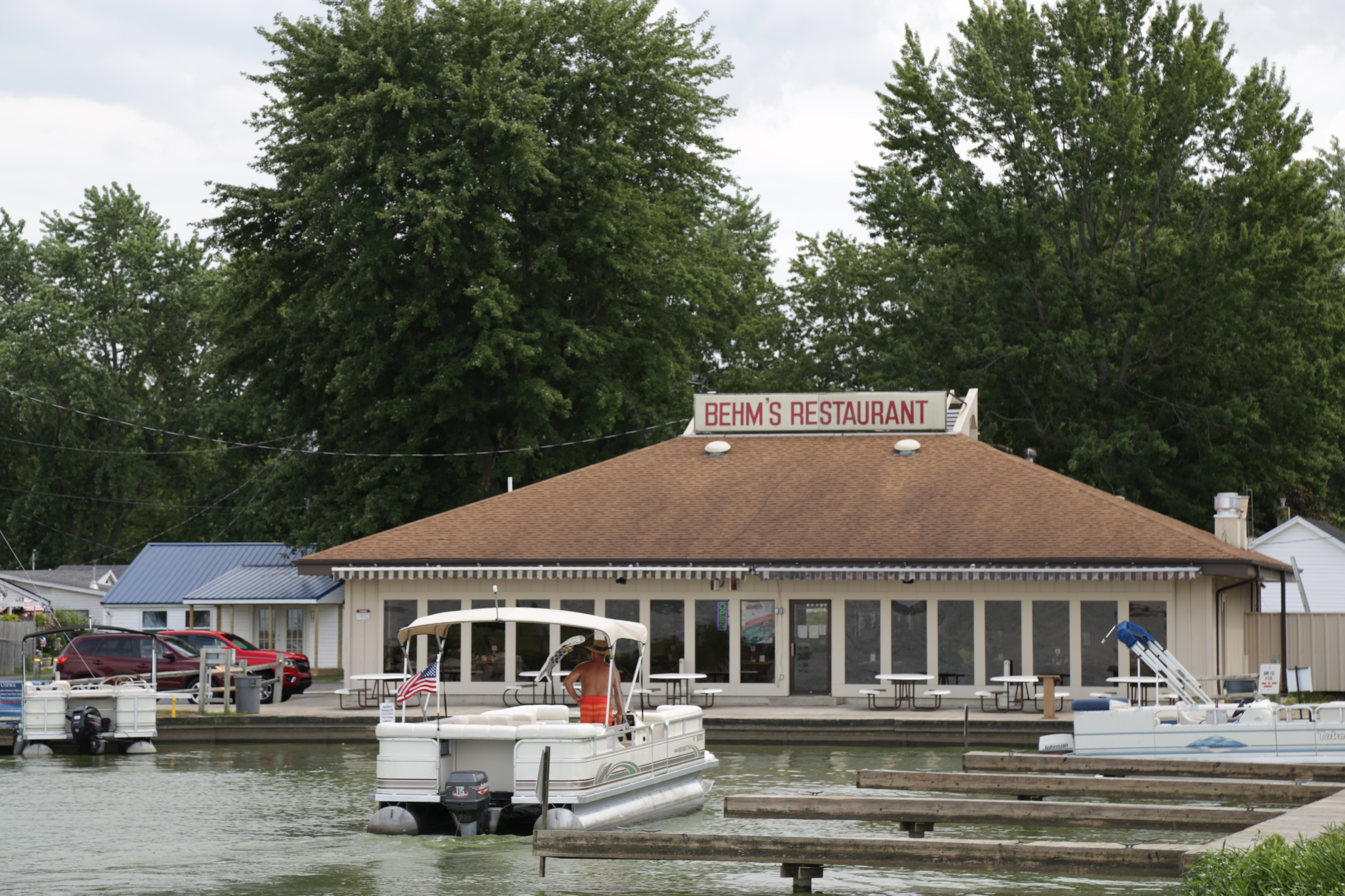 39d017e1647674 Bayview Pub   Grille has a log-cabin exterior and spacious outdoor patio.  This place is well-known for hosting a variety of great live music.